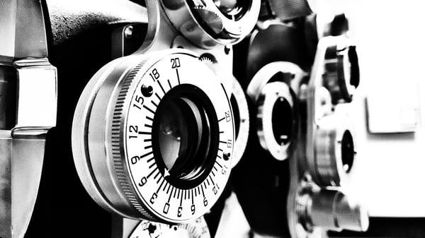 black-and-white-915782_960_720.jpg