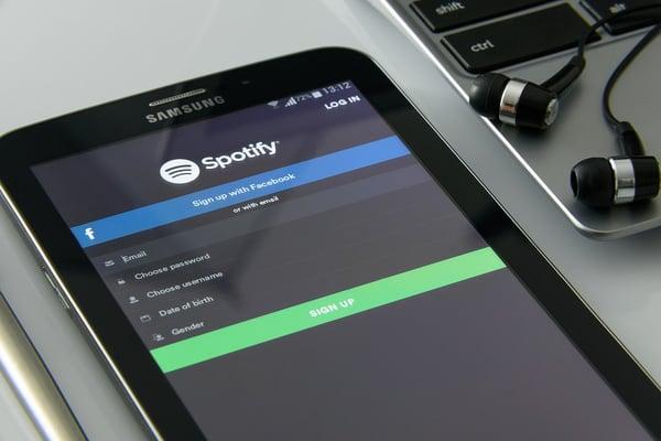 music-on-your-smartphone-1796117_960_720.jpg