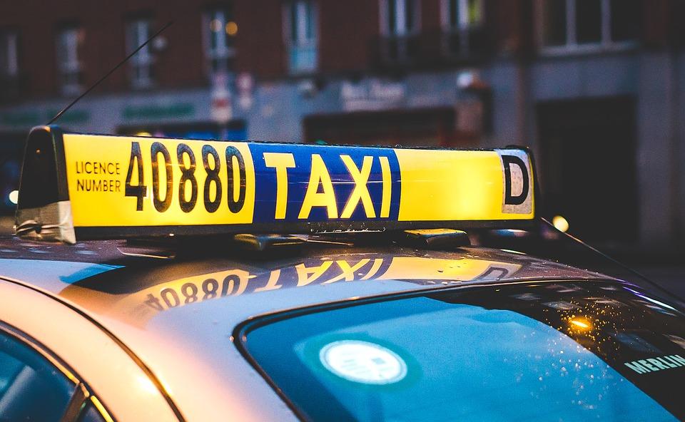 taxi-2118183_960_720.jpg